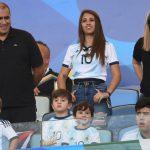 Thiago Messi besa el escudo de la camiseta argentina (VÍDEO)