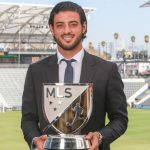 Mexicano Carlos Vela llora al recibir el MVP de la MLS
