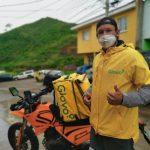 Ronald Montoya, defensa de la UPNFM, en esta pandemia de coronavirus trabaja como repartidor de comida