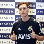 Mesut Özil firma con el Fenerbahçe