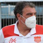 Fernando Mira, técnico del Vida, está preocupado porque no gana