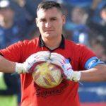 Portero fue expulsado por orinar detrás del arco durante partido en Ecuador