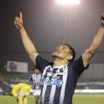 Roger Rojas anota ante Grecia y supera a Nicolás Suazo como el hondureño con más goles en Costa Rica