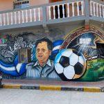 Con impresionante mural rinden tributo a Chelato Uclés en Comayagua