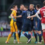 Finlandia ganó 1-0 a Dinamarca golpeada por el drama de Eriksen
